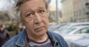 Михаил Ефремов признал вину в смертельной аварии и зачитал на суде стихи, посвящённые погибшему Сергею Захарову