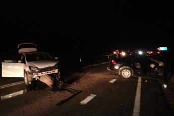 В Свердловской области мужчина уснул за рулём и погиб в ДТП. В аварии пострадали восемь человек