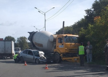 В ГИБДД Нижнего Тагила рассказали подробности аварии с участием бетономешалки и BMW на Восточном шоссе