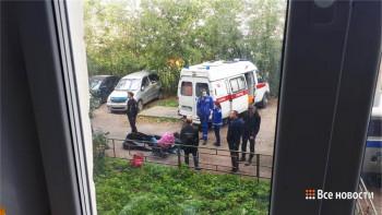 В Нижнем Тагиле пенсионер развешивал бельё на балконе, упал и разбился насмерть