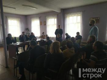 «Будем настаивать на сносе». Жители посёлка Черноисточинск обсудили в администрации строительство вышки сотовой связи
