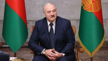 Лукашенко заявил, что несобирается отдавать власть