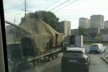 ВЕкатеринбурге танк попал вДТП с «Газелью» (ВИДЕО)