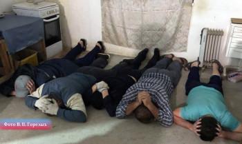 В Екатеринбурге будут судить четверых бутлегеров, производивших суррогат в подвале частного дома