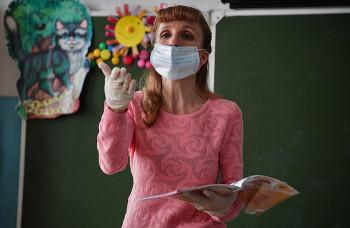 Роспотребнадзор: Школа не вправе требовать от учеников ношения масок