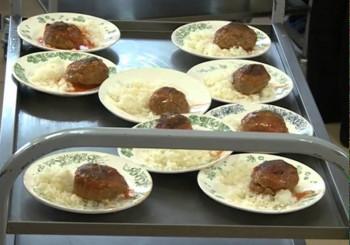 В Нижнем Тагиле родители младшеклассников могут оставить на Госуслугах отзыв о качестве бесплатного горячего питания в школах