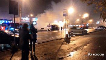 Стала известна причина возгорания автобуса возле вокзала в Нижнем Тагиле (ВИДЕО)