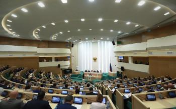 Совет Федерации покинули восемь сенаторов