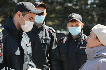 В Екатеринбурге снова начали штрафовать людей, которые не носят маски