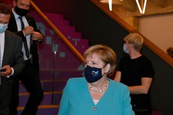 Spiegel: Меркель тайно навещала Навального в берлинской клинике
