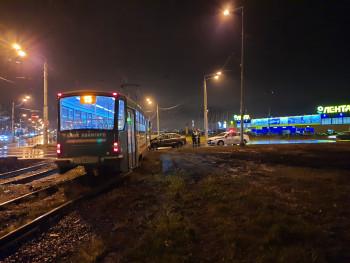 Тагильчанка на «Ладе Гранте» врезалась в трамвай, в котором находились 20 пассажиров