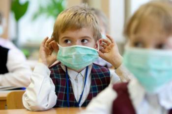 «Дети задыхаются, зачем так издеваться?» Из-за роста заболеваемости коронавирусом в школах Нижнего Тагила начали вводить масочный режим для учеников