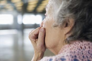 В Нижнем Тагиле родственники 85-летней бабушки с коронавирусом пожаловались на издевательства над ней в инфекционной больнице