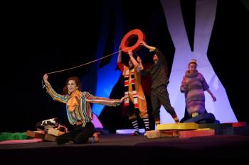«Мы делали всё вместе». В Нижнем Тагиле Новый молодёжный театр открыл сезон премьерой семейного спектакля «Хармс. Всёничего»