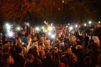 Песни протеста: что поют екатеринбуржцы в сквере у Театра драмы (ВИДЕО)