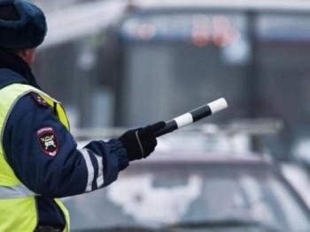 В Екатеринбурге задержали офицера ГИБДД на автомобиле-двойнике