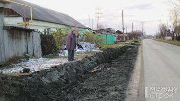 72-летняя жительница Нижнего Тагила не может попасть домой из-за вырытой дорожниками траншеи