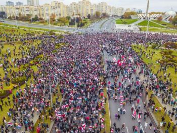 В Беларуси вновь начались массовые акции протеста. Силовики применили спецсредства против оппозиции