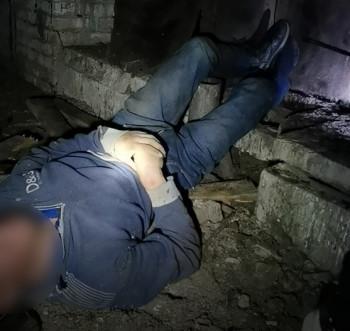 «Соседка услышала стоны за стеной и вызвала полицию». Спасатели вытащили из вентиляции полуживого мужчину, провисевшего вниз головой несколько часов