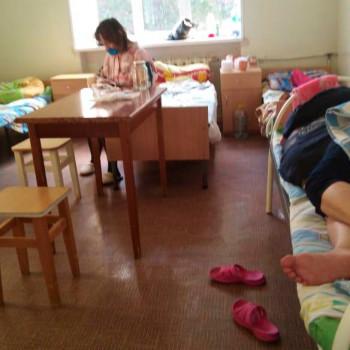 «Мы не быдло». Переведённые в психбольницу пациенты с коронавирусом и пневмониями пожаловались на плохое питание, холод и ночные подъёмы