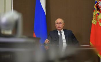 Владимир Путин поручил выделить 15 млрд рублей на маски и лекарства от коронавируса