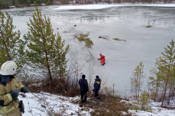 На севере Свердловской области два рыбака провалились под лёд, один утонул