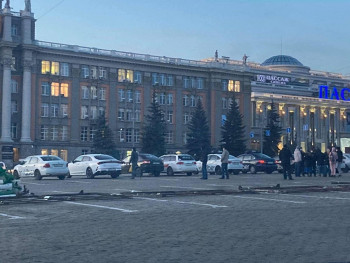 В центре Екатеринбурга таксисты вышли на акцию протеста против требования губернатора