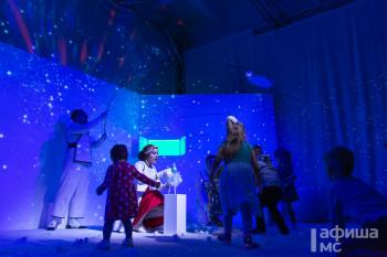 Просто космос! В театре кукол состоялась премьера бэби-спектакля о тайнах Вселенной