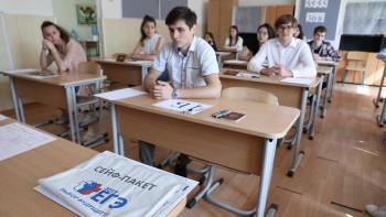 Губернатор Куйвашев допустил выход учеников 9-х и 11-х классов на очное обучение для подготовки к ЕГЭ