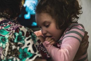 «На седьмом дне жизни у Вики остановилось сердце». Фоторепортаж об абсолютной любви и борьбе за здоровье ребёнка с ДЦП