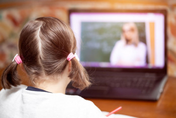 Минпросвещения выступило против дистанционного обучения в школах