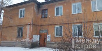«Под домом пустота, воздух!» Жильцы дома на улице Быкова боятся перемещаться по квартире — под домом нет опор, держащих здание