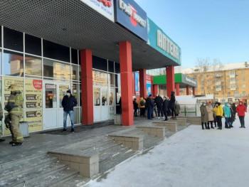 В Нижнем Тагиле из-за пригоревшей пищи в кафе спасателям пришлось эвакуировать торговый центр