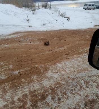 В Иркутской области обледенелую дорогу посыпали песком с человеческими останками
