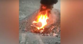 В Качканаре самосвал БелАЗ упал в карьер и загорелся (ВИДЕО)