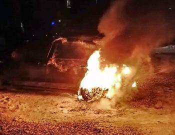 На Вагонке тагильчанке неизвестные подожгли автомобиль