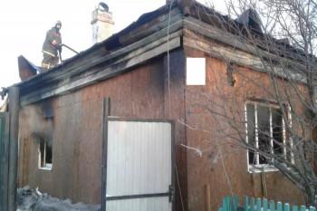 В Свердловской области мужчина поссорился с родственницей, после чего поджёг жену и сына