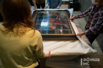 Бронированная машина с климат-контролем отвезёт «Тагильскую Мадонну» в Эрмитаж на выставку Рафаэля (ФОТОРЕПОРТАЖ)