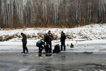 В Свердловской области два рыбака утонули, провалившись под лёд наснегоходе