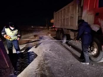 ВКрасноуральске грузовик снёс часть надземного газопровода (ВИДЕО)