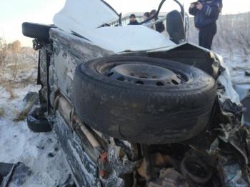 «Ехала на лысой резине»: на Кольцовском тракте легковушка с шестью пассажирами улетела в кювет, есть погибшие