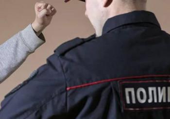 Жительницу Первоуральска оштрафовали на 15 тысяч рублей за избиение полицейского