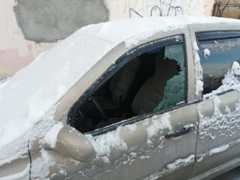 В Нижнем Тагиле полиция разыскивает серийного автовандала (ВИДЕО)