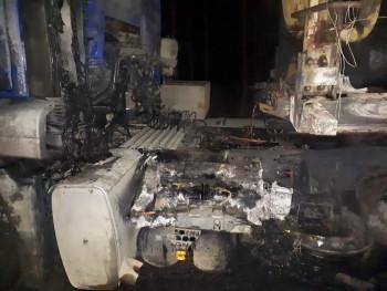 На трассе под Нижним Тагилом на ходу загорелся грузовик с древесиной