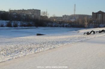 В Нижнем Тагиле 12-летний мальчик прыгал на льду и провалился в воду