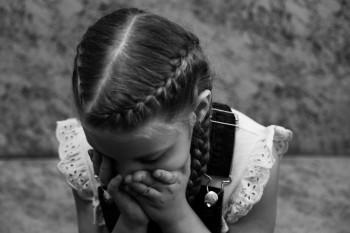 «Она была слабенькая, недоношенная, но при этом сильная». История маленькой тагильчанки Виктории, которая мечтает научиться ходить и петь в хоре