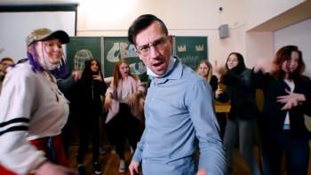 В Нижнем Тагиле студенты и педагоги торгово-экономического колледжа сняли новогоднюю короткометражку об уходящем 2020-м