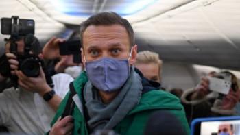 Суд над Навальным состоится прямо в отделе полиции, его адвоката уведомили об этом за несколько минут до его начала
