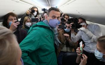 Forbes оценил стоимость изменения курса самолёта с Навальным