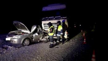На Серовском тракте водитель легковушки погиб в столкновении с грузовиком
